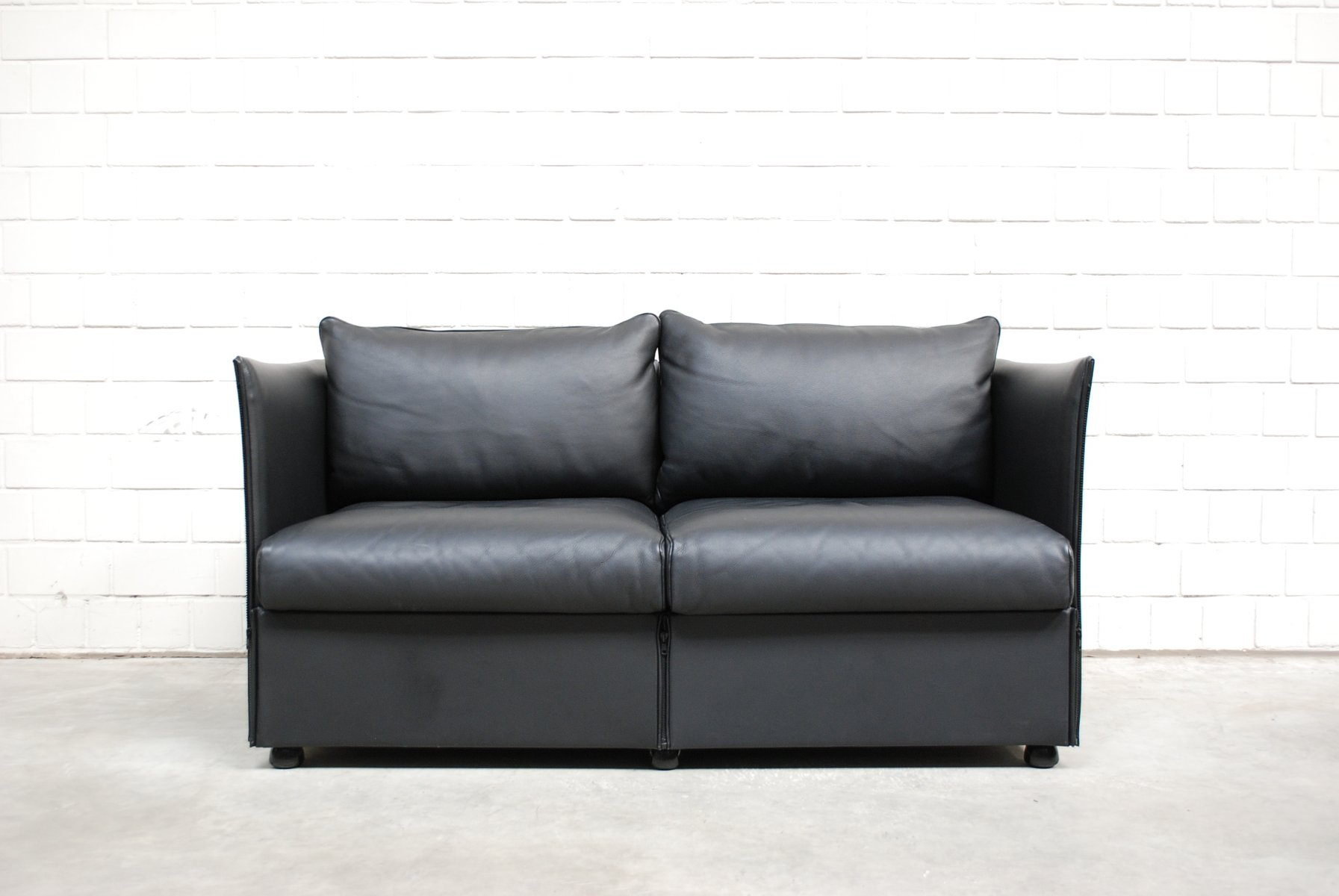 model landeau leather sofa by mario bellini for cassina. Black Bedroom Furniture Sets. Home Design Ideas