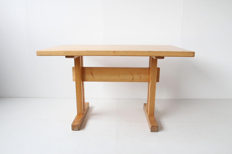 table de salle manger les arcs mid century en pin par charlotte perriand en vente sur pamono. Black Bedroom Furniture Sets. Home Design Ideas