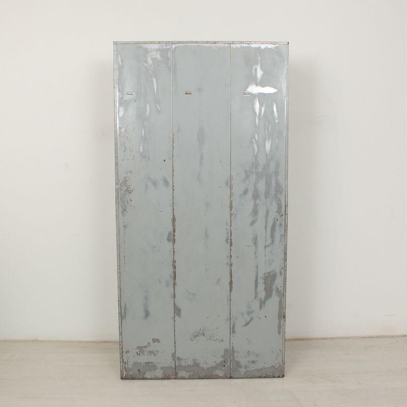 casier industriel avec 3 portes en vente sur pamono. Black Bedroom Furniture Sets. Home Design Ideas