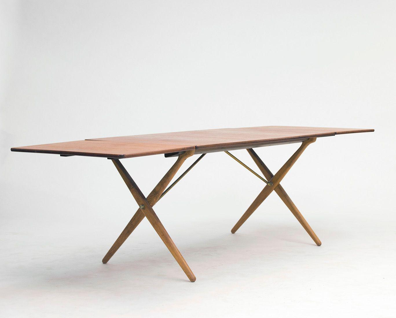 Table de salle manger en teck et ch ne avec pieds for Table de salle a manger en teck