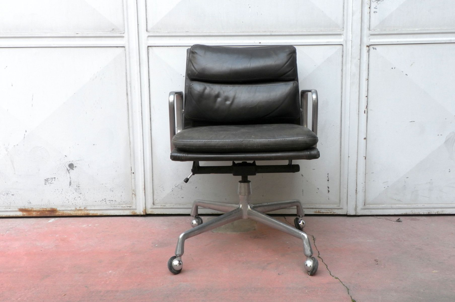 desk chair by charles ray eames for herman miller for sale at pamono