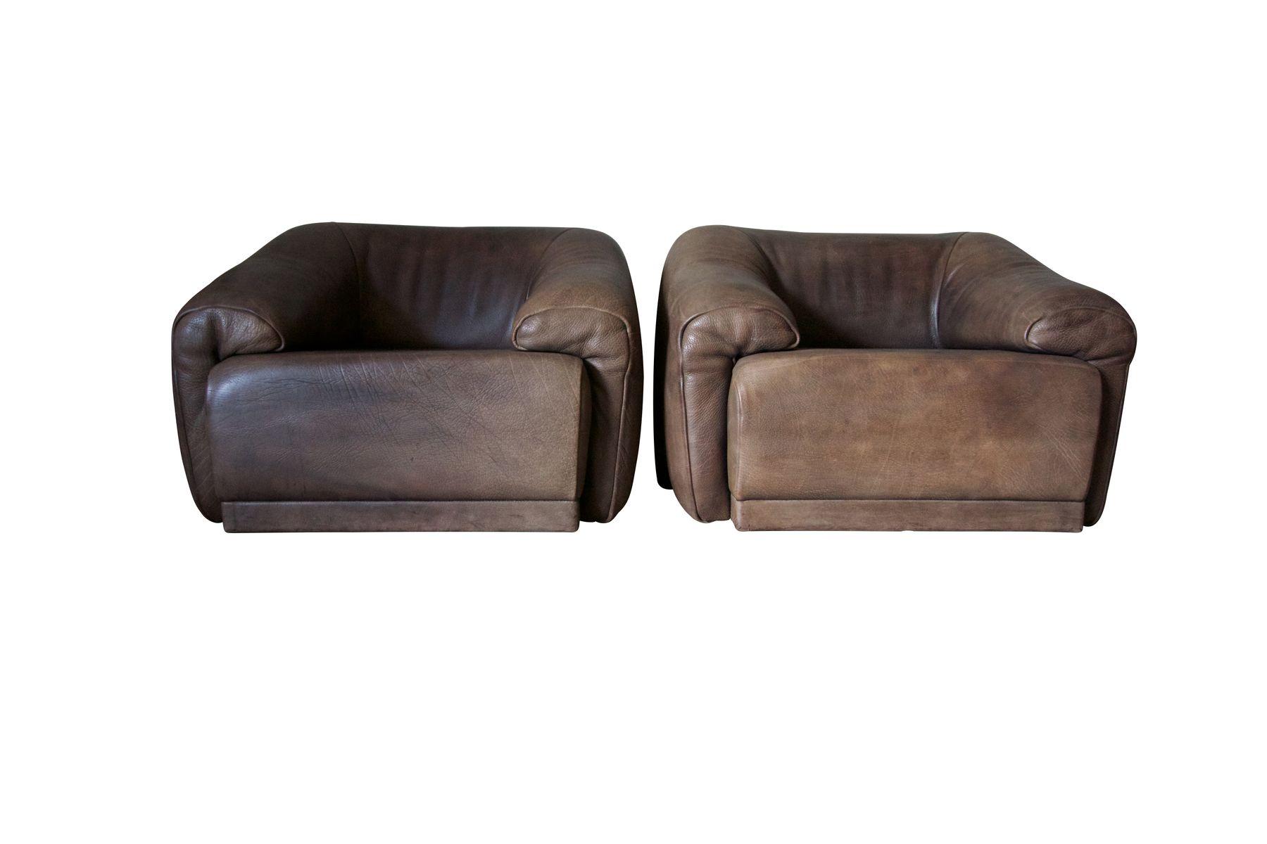 schokoladenbraune buffalo leder clubsessel mit fu hocker von de sede 1970er 2er set bei pamono. Black Bedroom Furniture Sets. Home Design Ideas