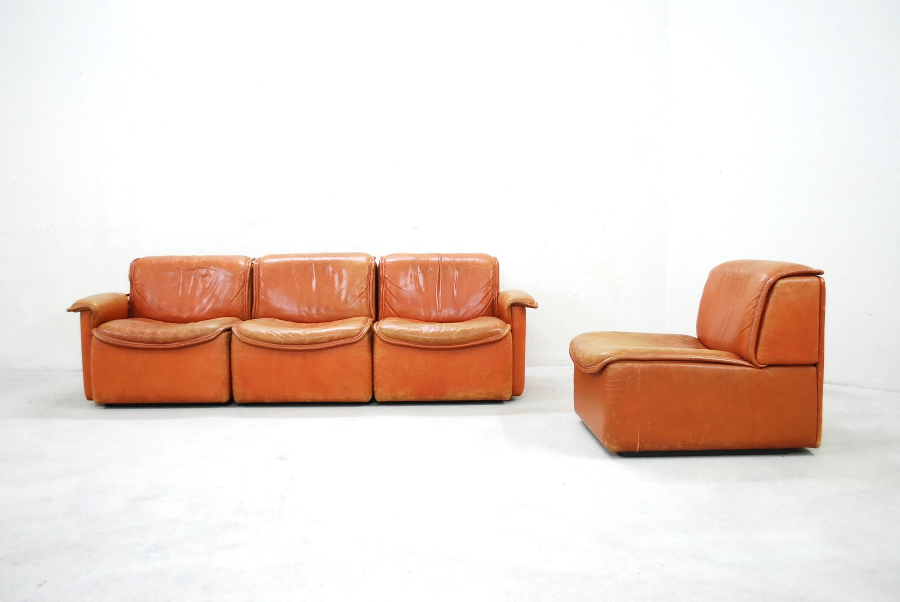 cognac leather sofa vintage english cognac leather. Black Bedroom Furniture Sets. Home Design Ideas