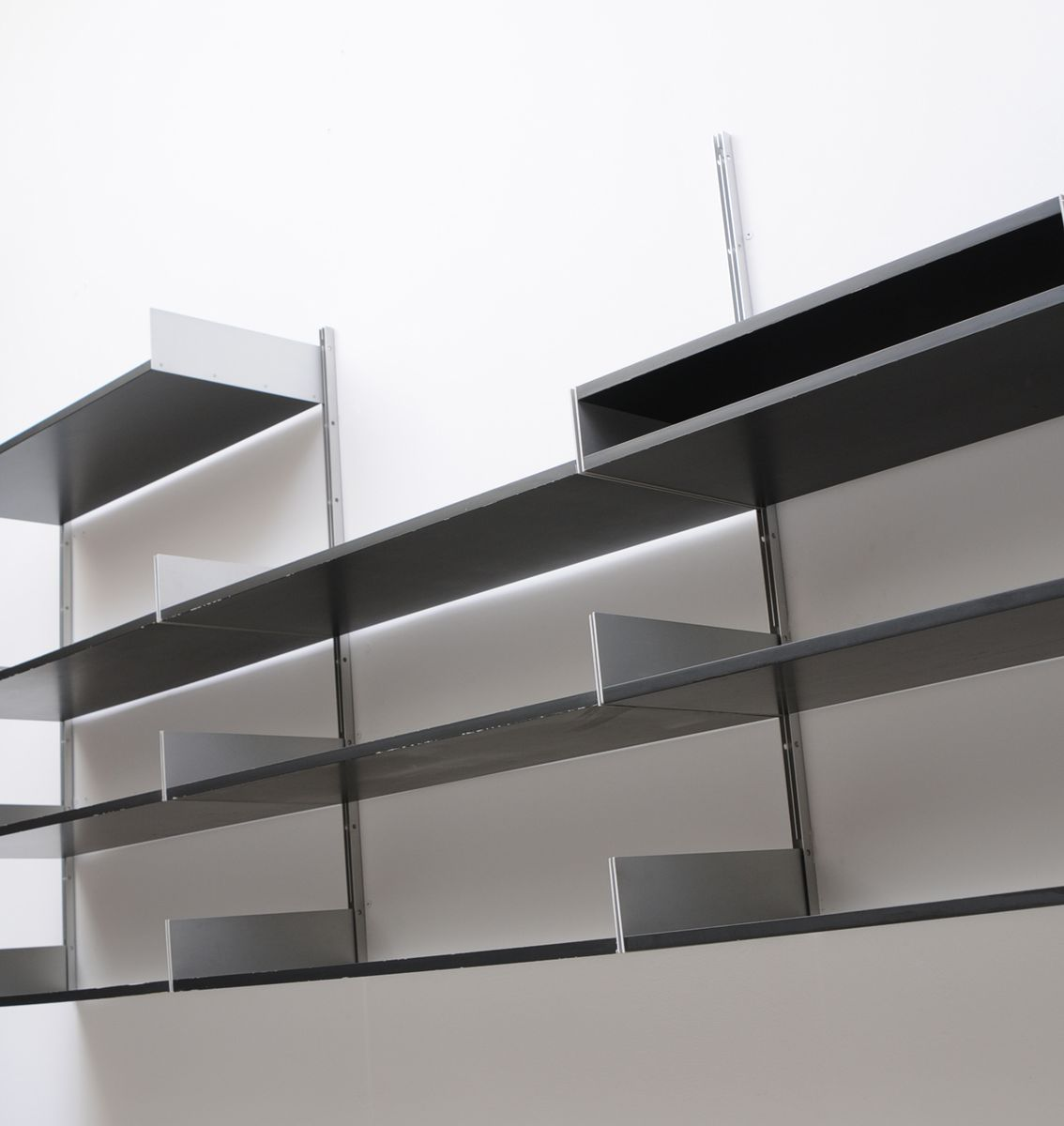 mid century schwarzes 606 regalsystem von dieter rams f r vitsoe bei pamono kaufen. Black Bedroom Furniture Sets. Home Design Ideas