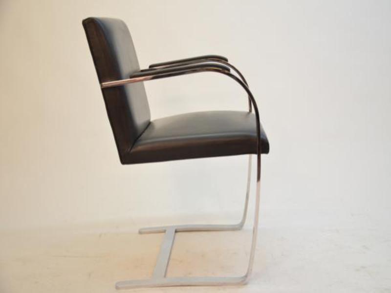 fauteuil brno mid century par ludwig mies van der rohe. Black Bedroom Furniture Sets. Home Design Ideas