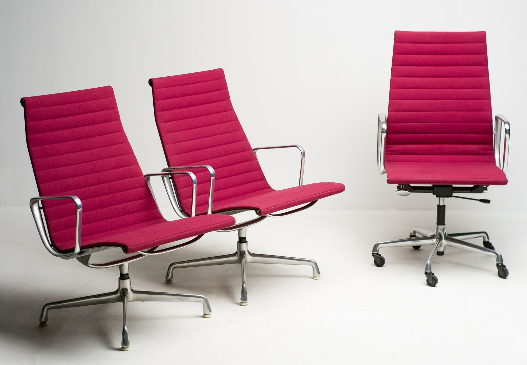 aluminum office chair set by charles ray eames for