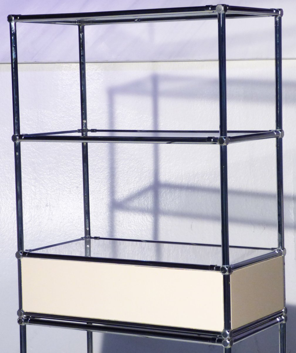 etag re vintage en m tal et verre avec bo te lumi re en. Black Bedroom Furniture Sets. Home Design Ideas