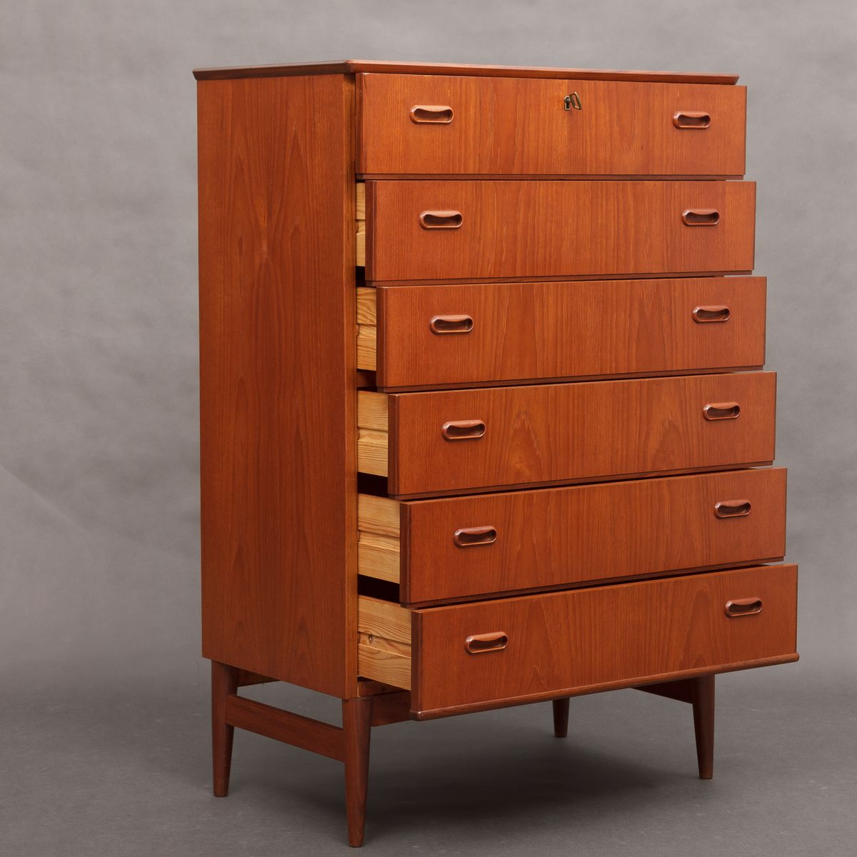 d nische mid century teak kommode 1950er bei pamono kaufen. Black Bedroom Furniture Sets. Home Design Ideas