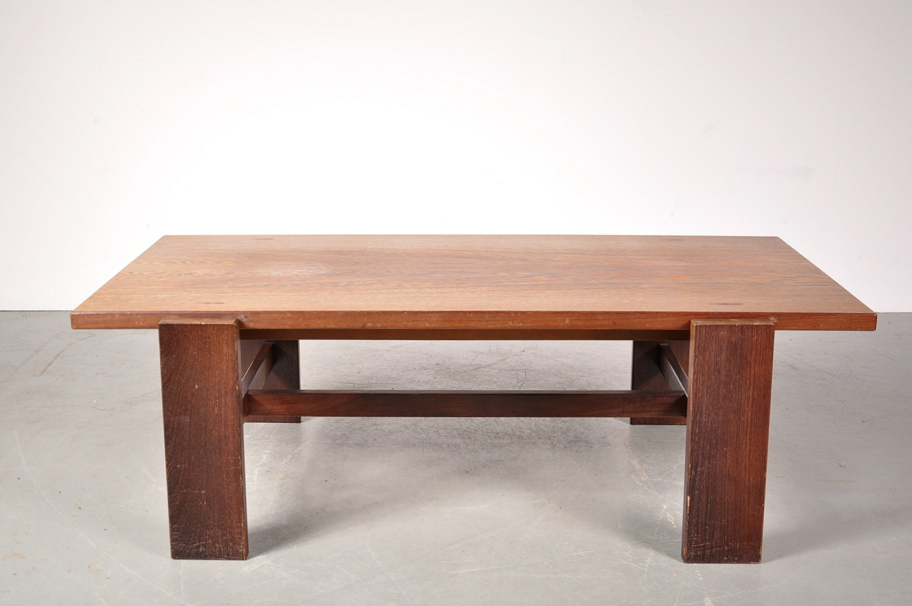 table basse en weng avec plateau r versible en blanc lamin par cees braakman pour pastoe pays. Black Bedroom Furniture Sets. Home Design Ideas