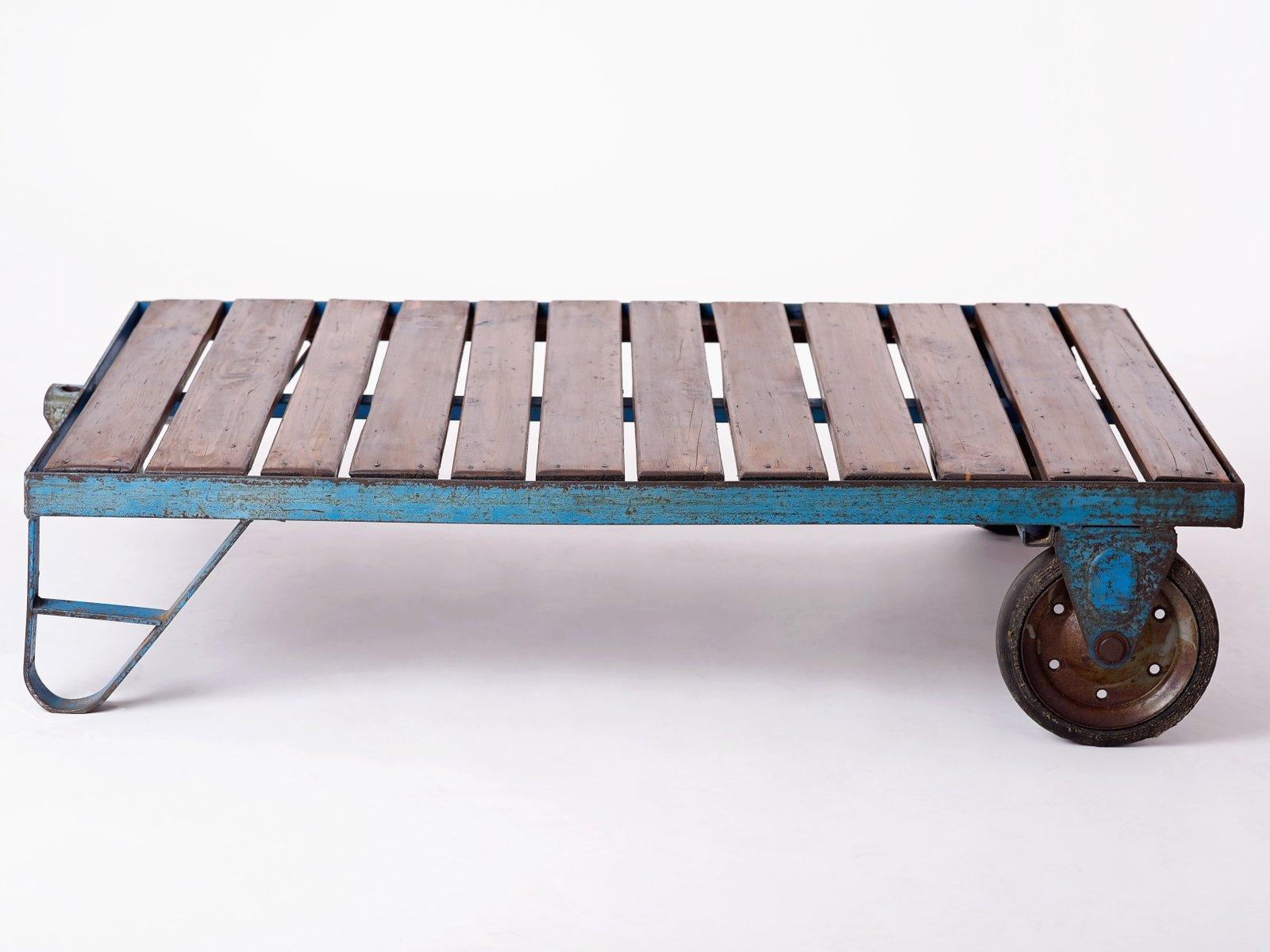 blauer industrieller couchtisch aus tschechien 1950er bei pamono kaufen. Black Bedroom Furniture Sets. Home Design Ideas