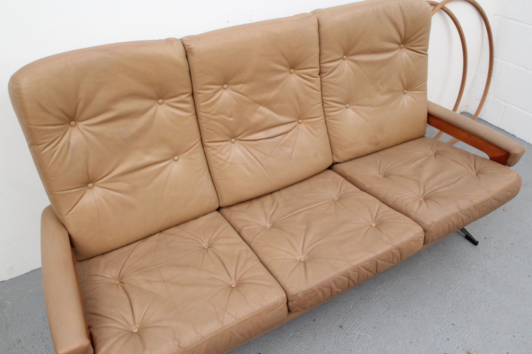 canap en cuir caramel et chrome allemagne 1960s en vente sur pamono. Black Bedroom Furniture Sets. Home Design Ideas