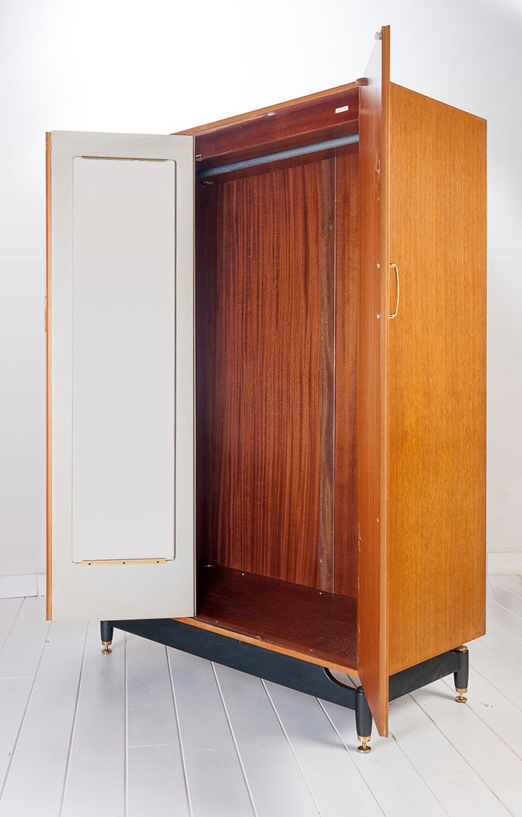 armoire en ch ne de g plan 1950s en vente sur pamono. Black Bedroom Furniture Sets. Home Design Ideas