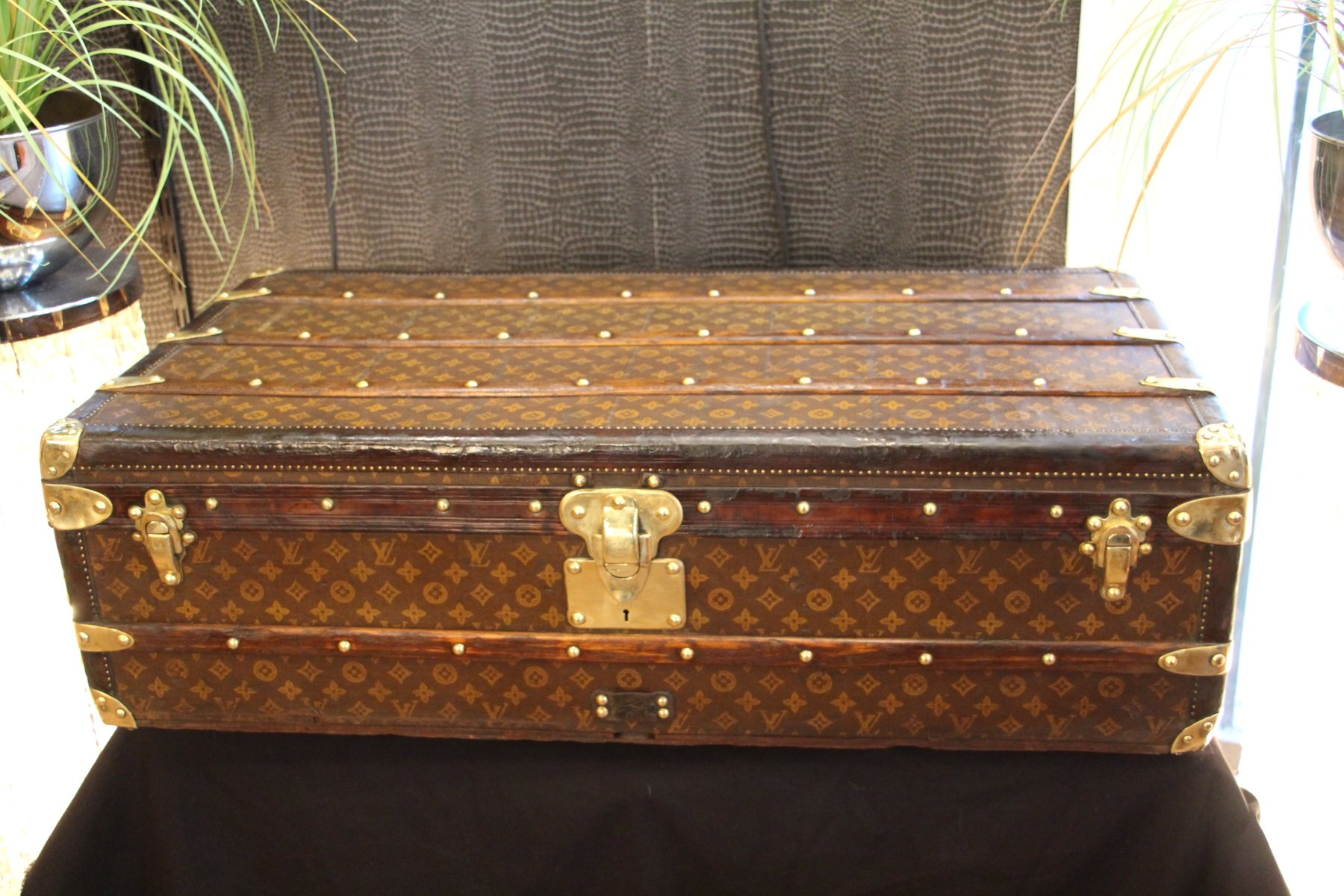 first edition stenciled monogram canvas steamer trunk from louis vuitton 1920s for sale at pamono. Black Bedroom Furniture Sets. Home Design Ideas