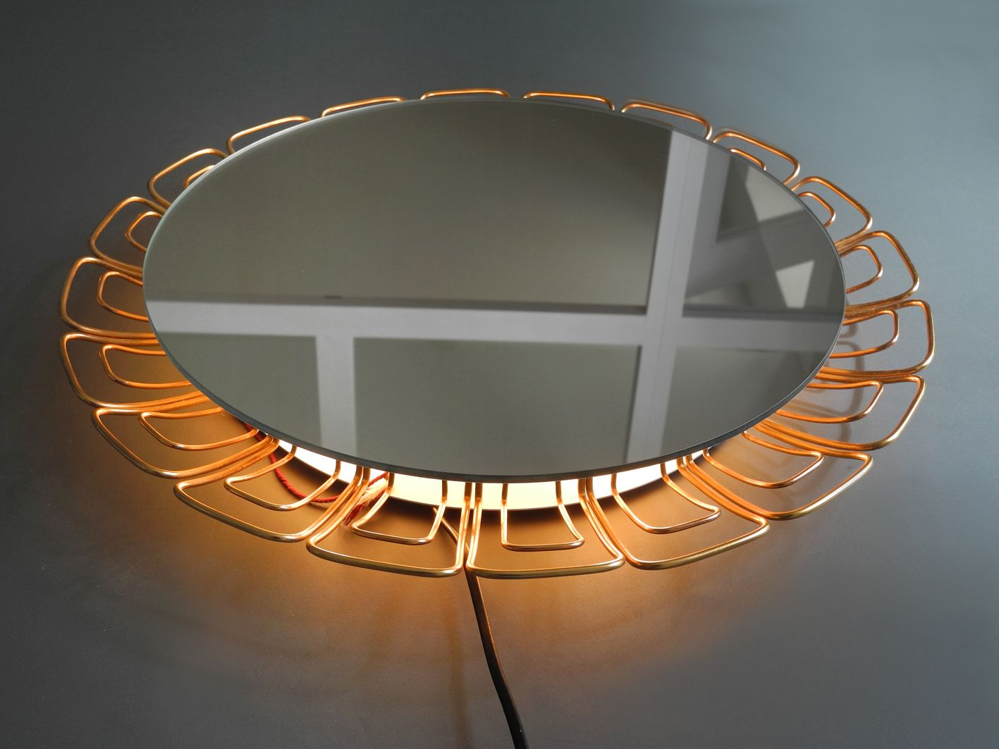 beleuchteter spiegel mit kupferrahmen 1960er bei pamono. Black Bedroom Furniture Sets. Home Design Ideas