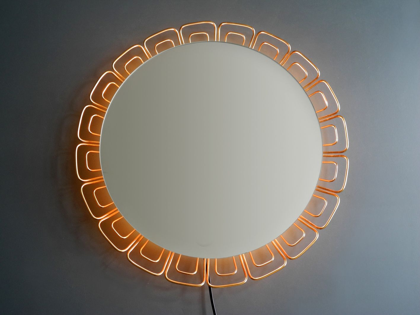 beleuchteter spiegel mit kupferrahmen 1960er bei pamono kaufen. Black Bedroom Furniture Sets. Home Design Ideas
