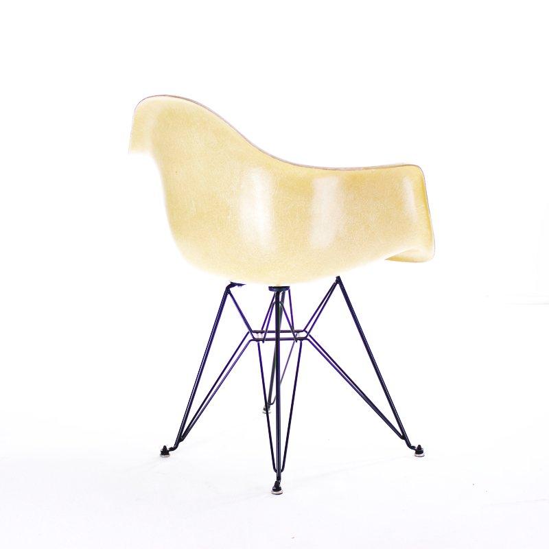 ockerfarbener dar stuhl von charles ray eames f r herman. Black Bedroom Furniture Sets. Home Design Ideas