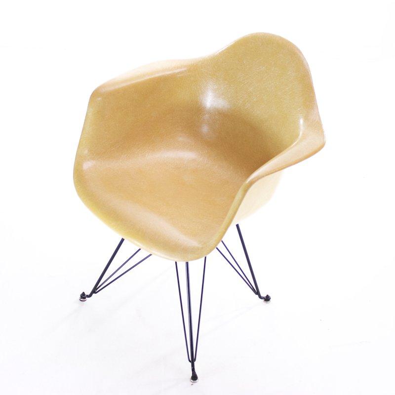 ockerfarbener dar stuhl von charles ray eames f r herman miller bei pamono kaufen. Black Bedroom Furniture Sets. Home Design Ideas