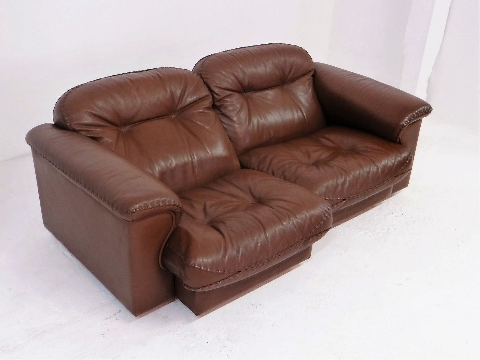 Swiss Ds 101 Two Seater Leather Lounge Sofa From De Sede 1980s For Sale At Pamono