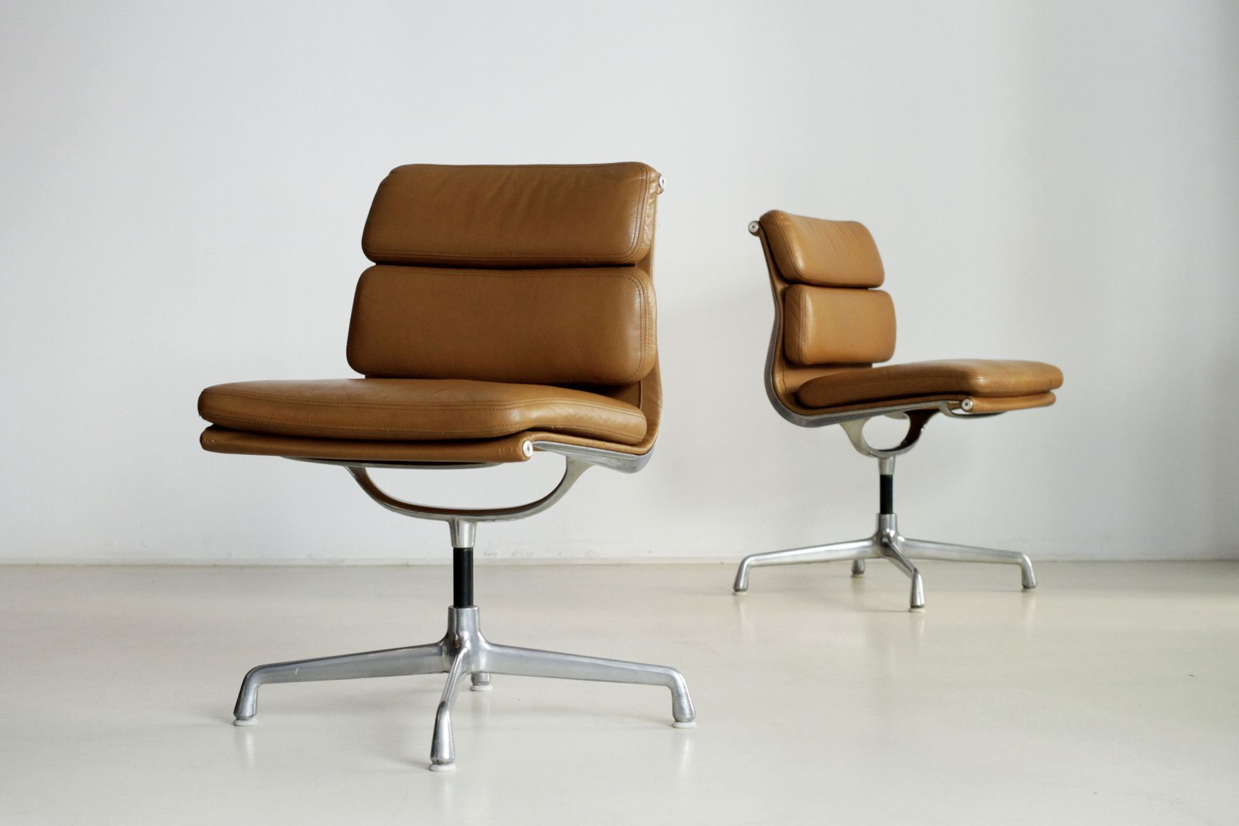 soft pad office chairs by charles eames for herman miller. Black Bedroom Furniture Sets. Home Design Ideas