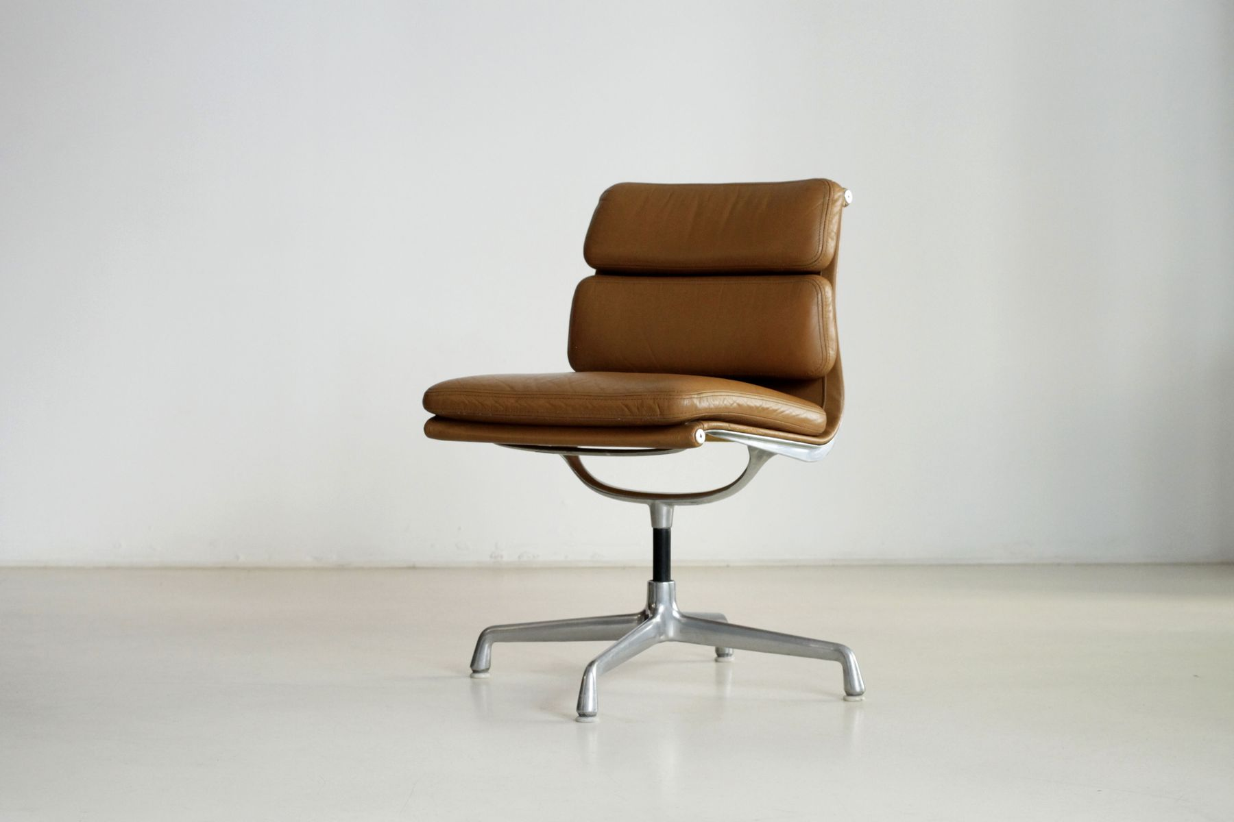 Brown soft pad swivel chair by charles eames for herman miller for sale at pa - Herman miller france ...