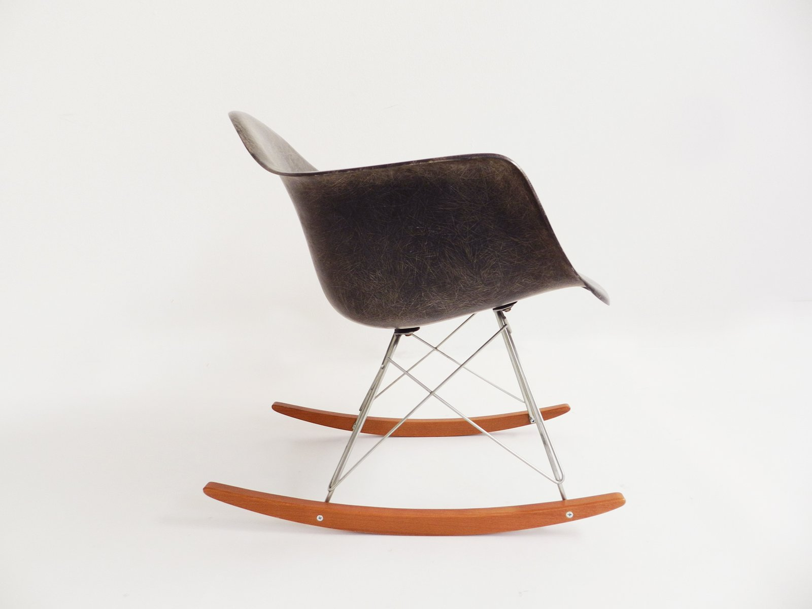 vintage rar rocking chair by charles ray eames for. Black Bedroom Furniture Sets. Home Design Ideas