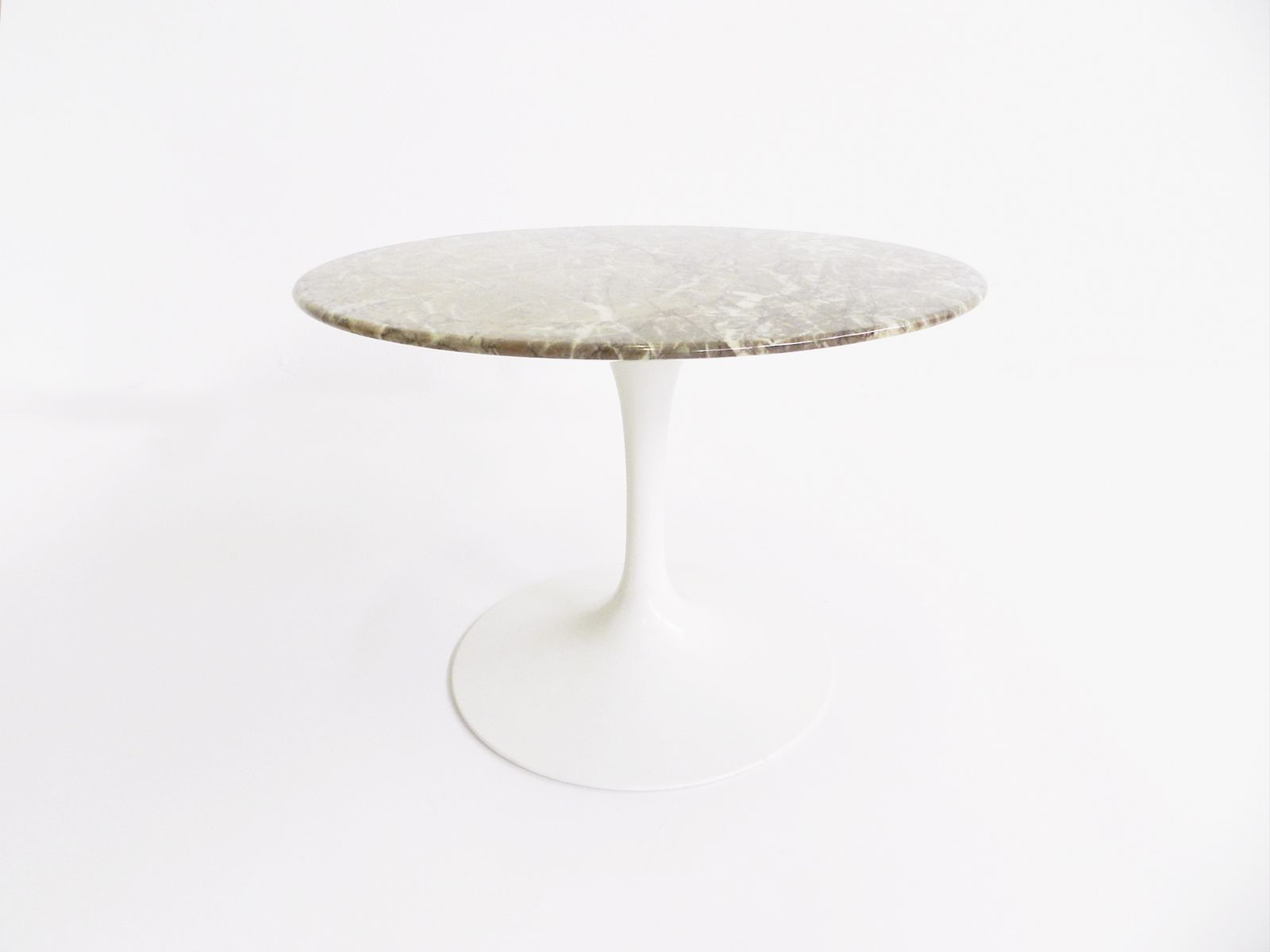 table d'appoint tulipe