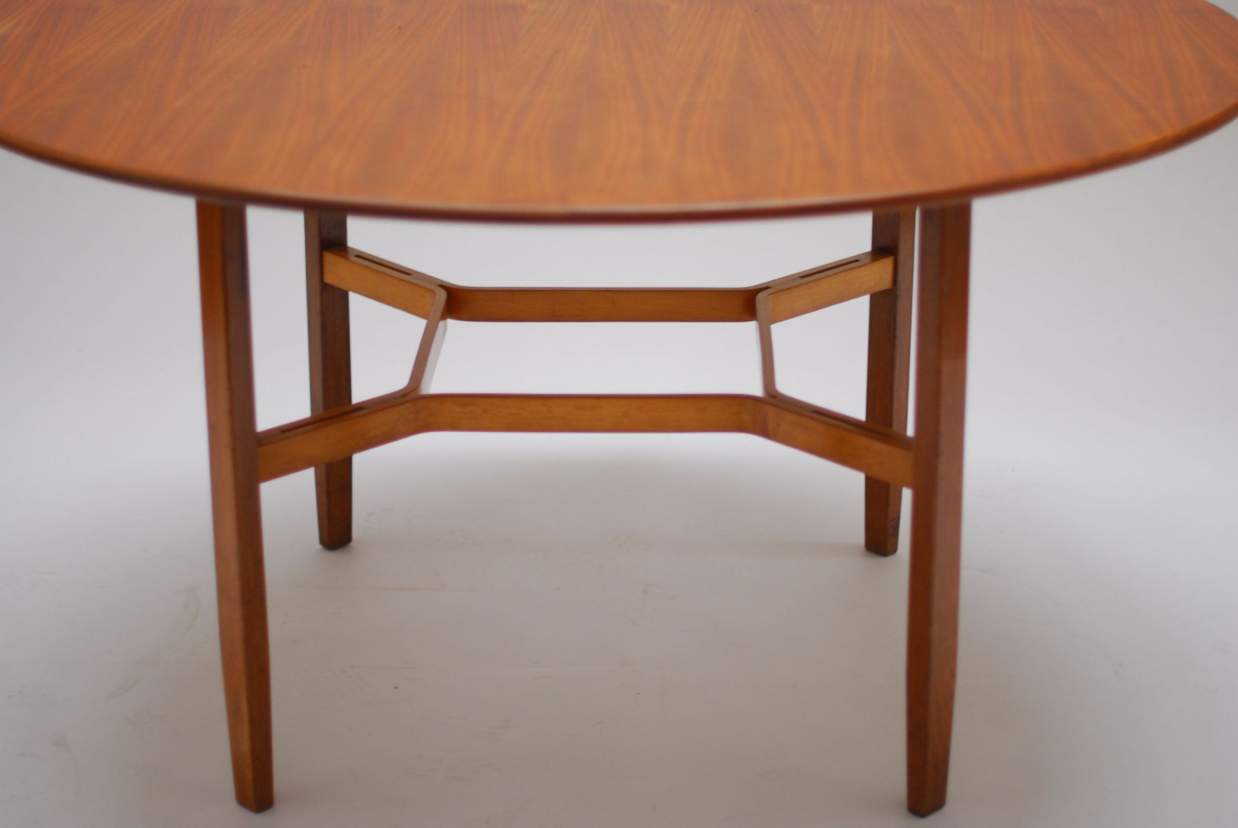 Walnut Dining Table by Lewis Butler for Knoll 1955 for sale at Pamono