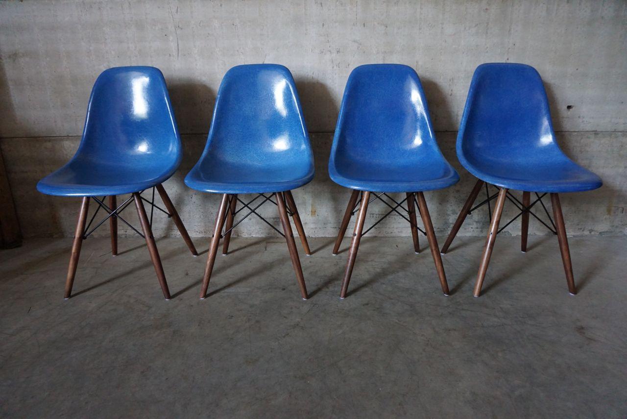 amerikanische k nigsblaue dsw st hle von charles ray eames f r herman miller 1950er 4er set. Black Bedroom Furniture Sets. Home Design Ideas