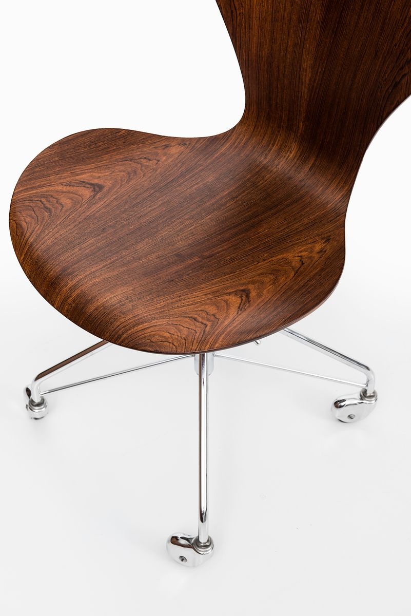 modell 3117 stuhl von arne jacobsen f r fritz hansen. Black Bedroom Furniture Sets. Home Design Ideas