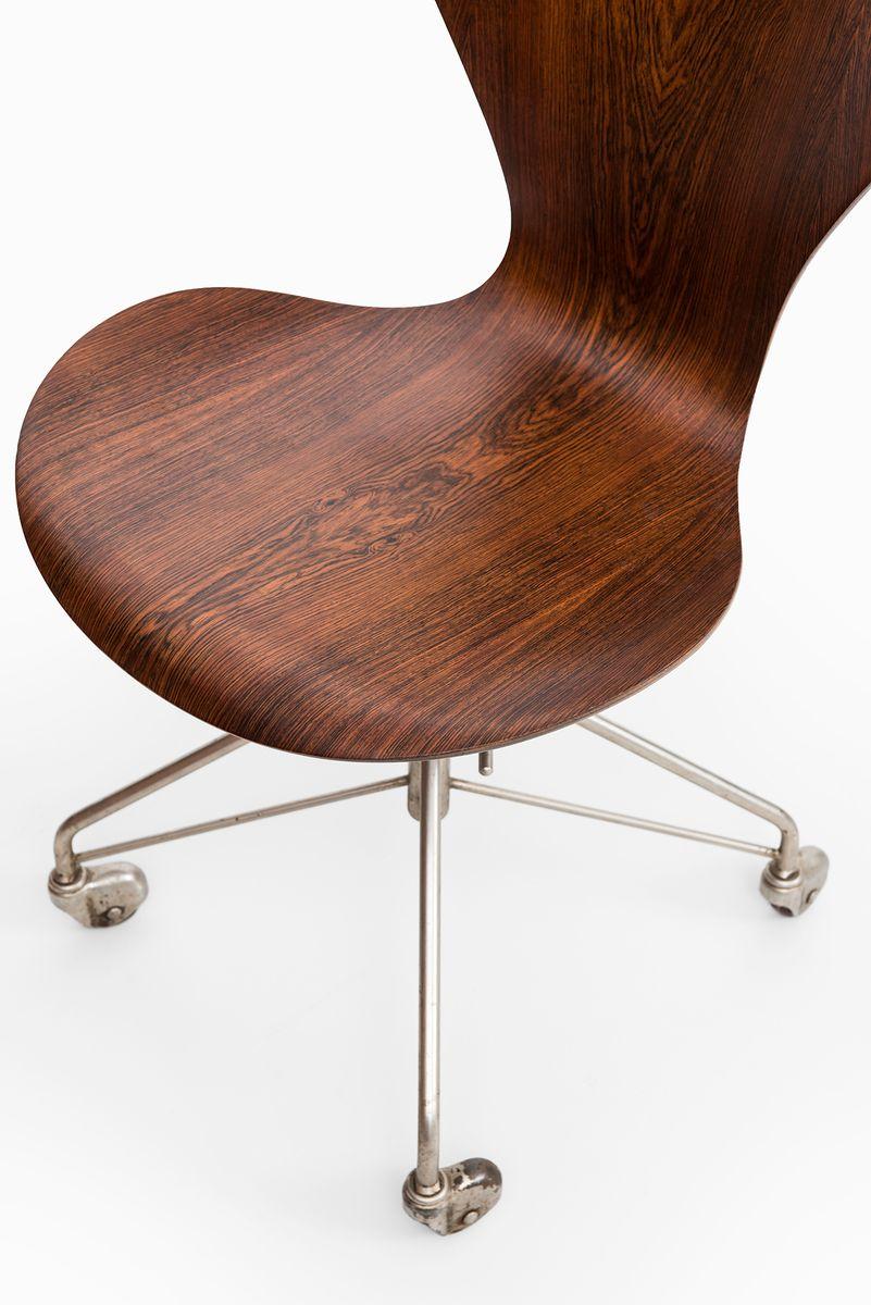 model 3117 office chair by arne jacobsen for fritz hansen 1955 for sale at pamono arne jacobsen office chair