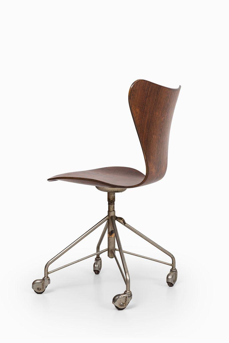 modell 3117 b rostuhl von arne jacobsen f r fritz hansen 1955 bei pamono kaufen. Black Bedroom Furniture Sets. Home Design Ideas