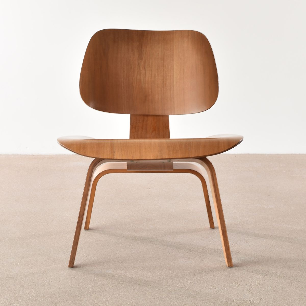 eames lcw walnut lounge chair by charles ray eames for. Black Bedroom Furniture Sets. Home Design Ideas