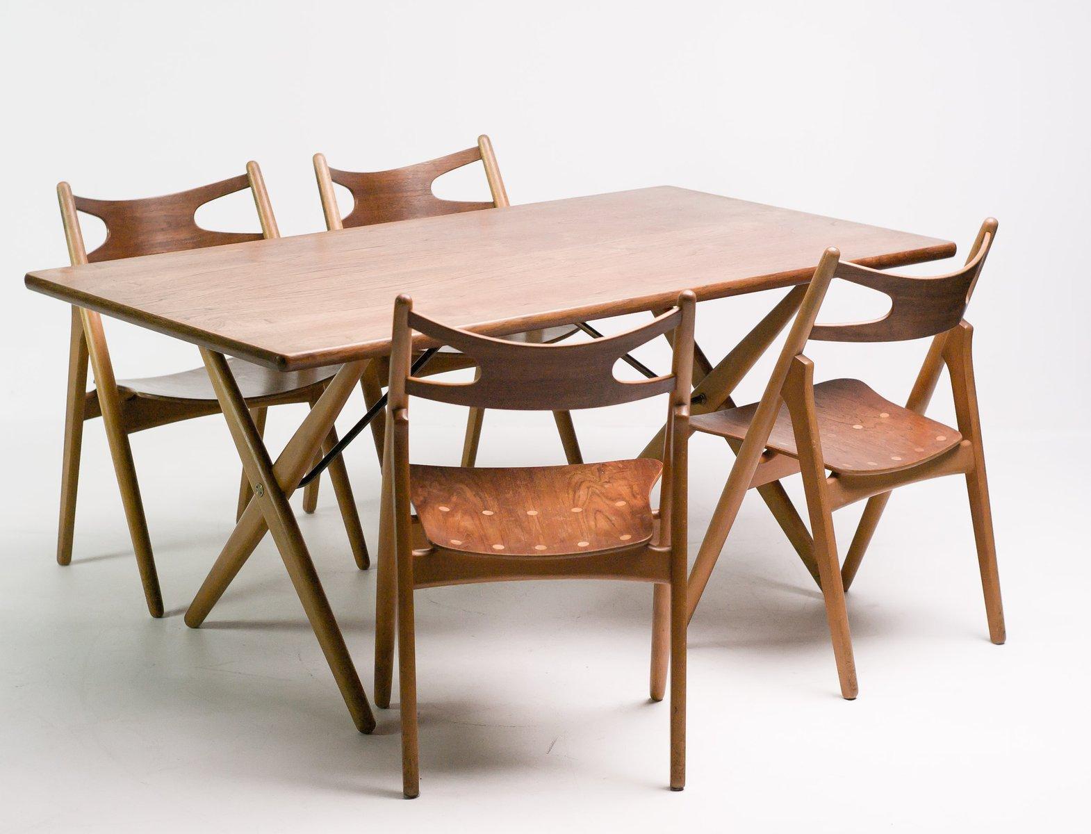 Tavolo da pranzo at 303 con sedie sawbuck ch29 di hans - Tavolo con sedie ...