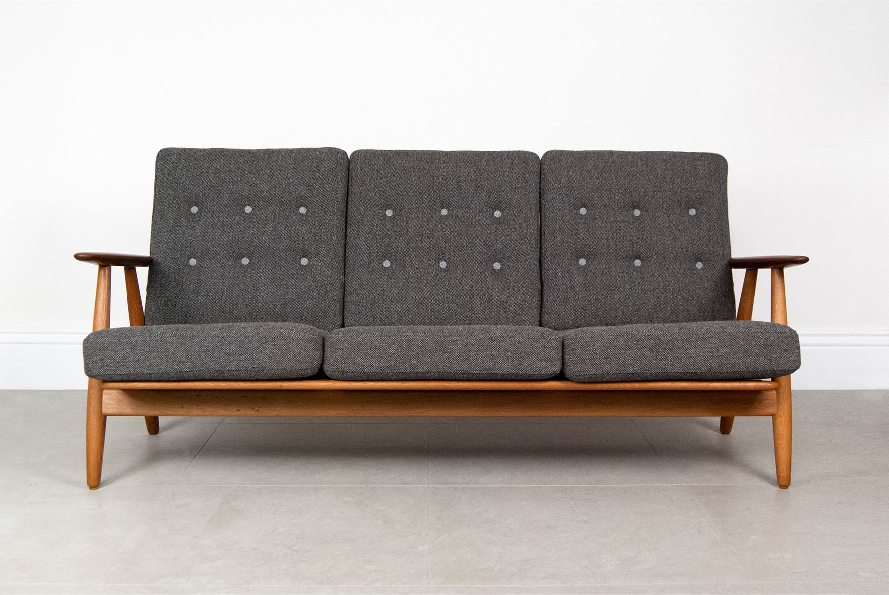 ge 240 cigar oak teak sofa by hans wegner for getama 1955 for sale at pamono. Black Bedroom Furniture Sets. Home Design Ideas