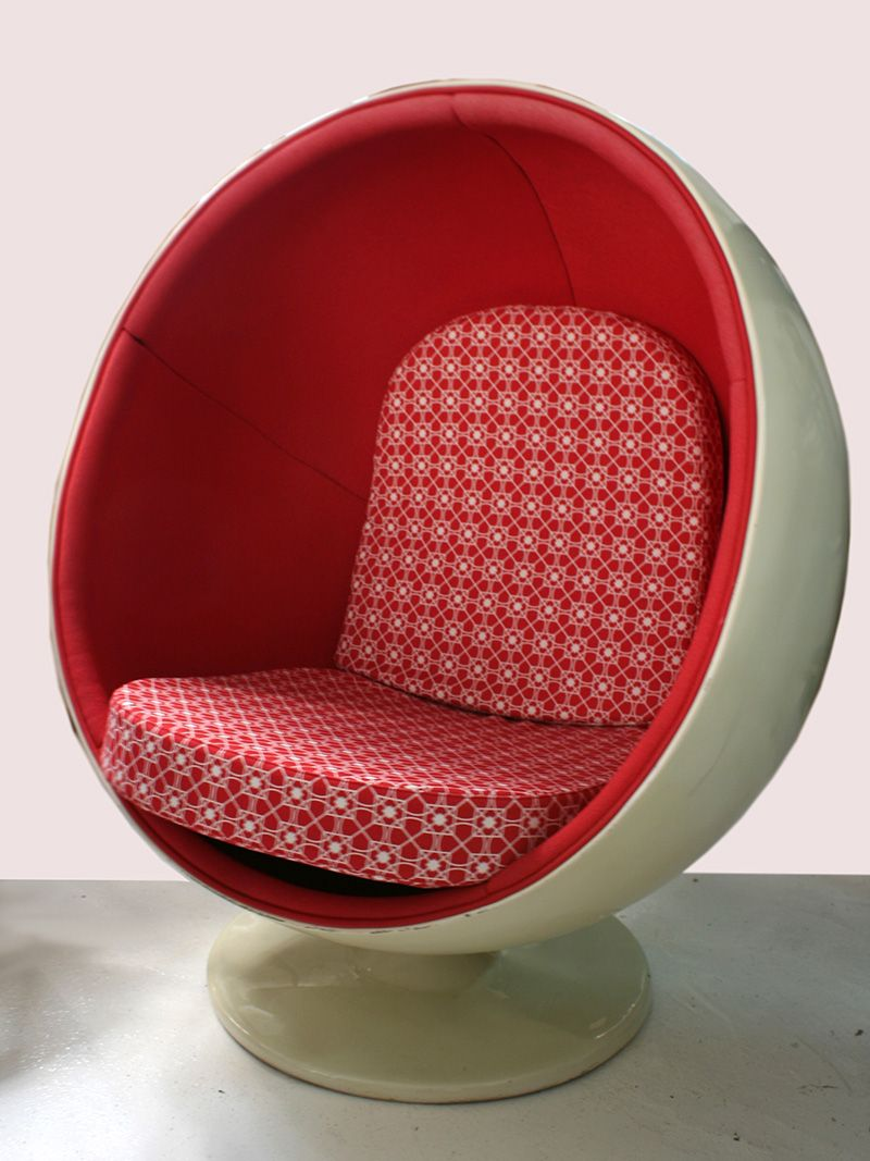 Vintage Fiberglass Ball Chair by Eero Aarnio for sale at Pamono
