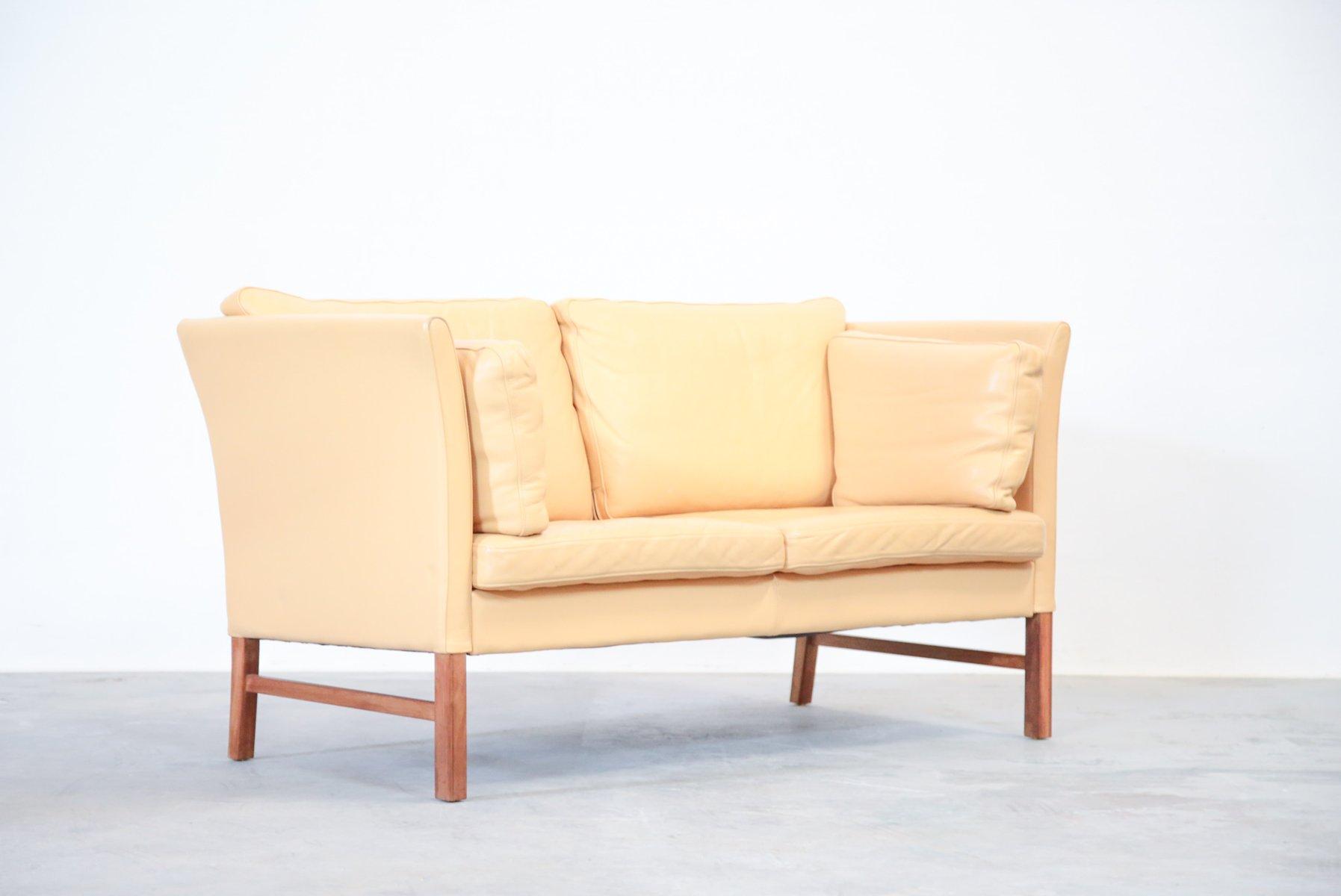 d nisches 2 sitzer ledersofa in beige 1970er bei pamono. Black Bedroom Furniture Sets. Home Design Ideas