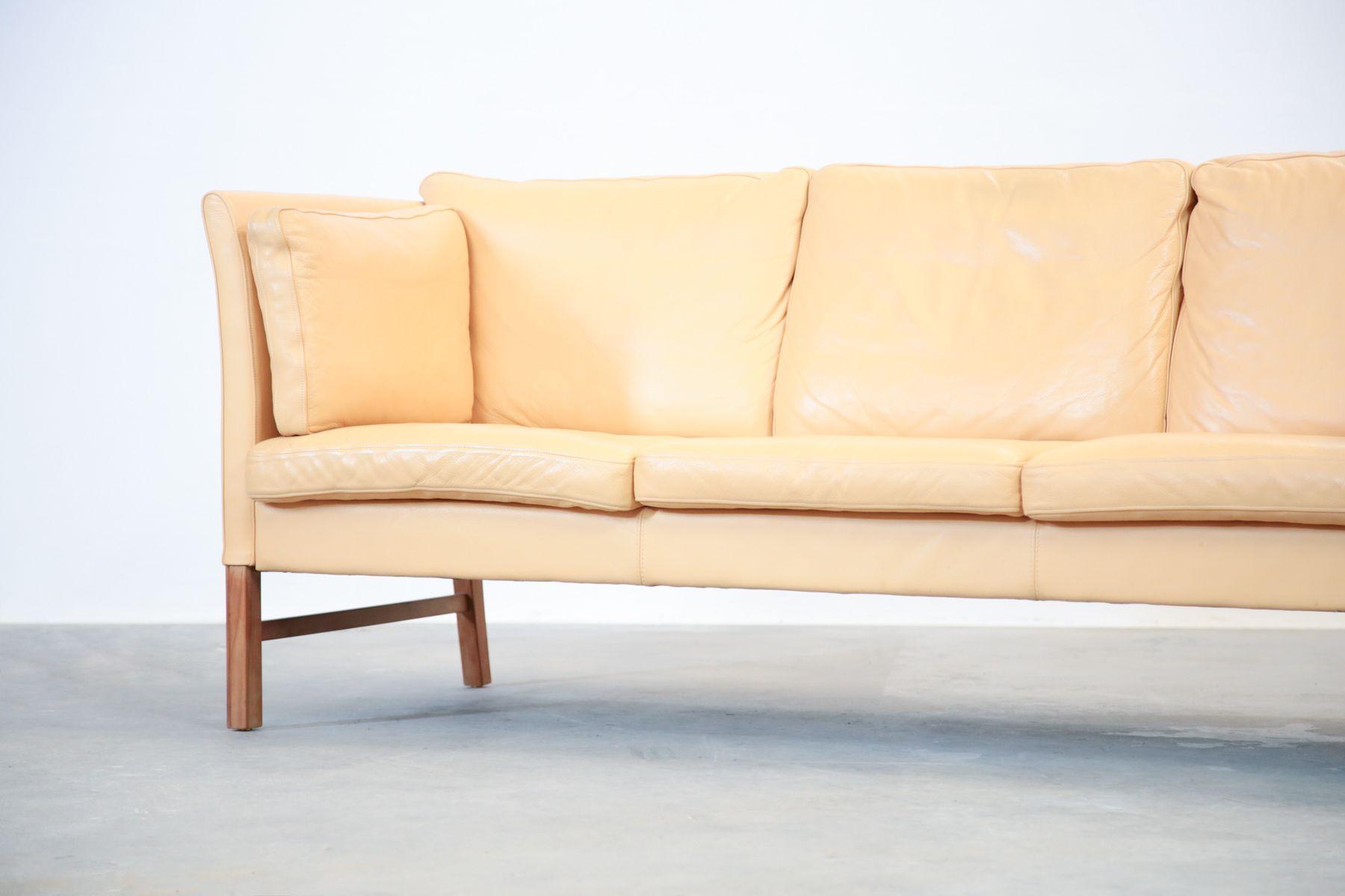 canap trois places beige en cuir danemark 1970s en vente sur pamono. Black Bedroom Furniture Sets. Home Design Ideas