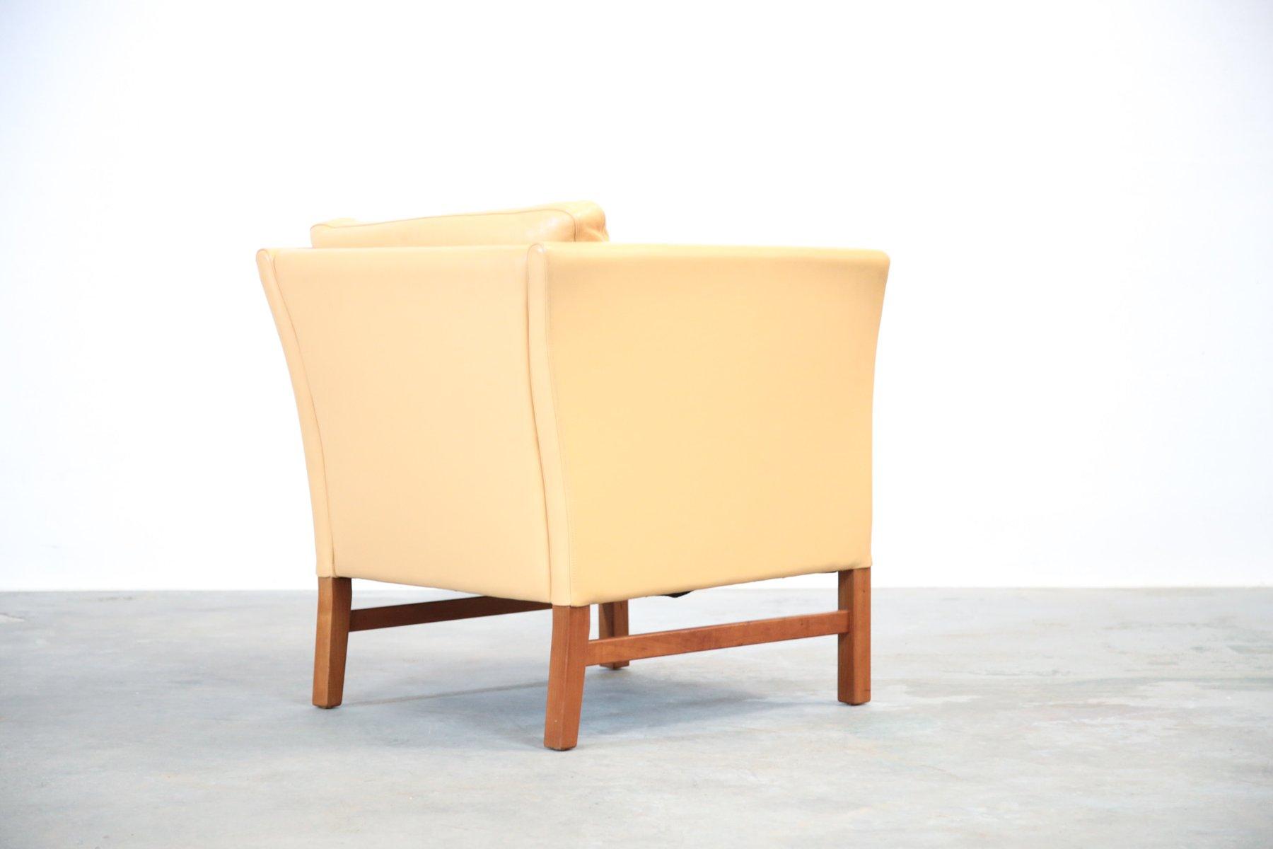 fauteuil beige en cuir danemark 1970s en vente sur pamono. Black Bedroom Furniture Sets. Home Design Ideas