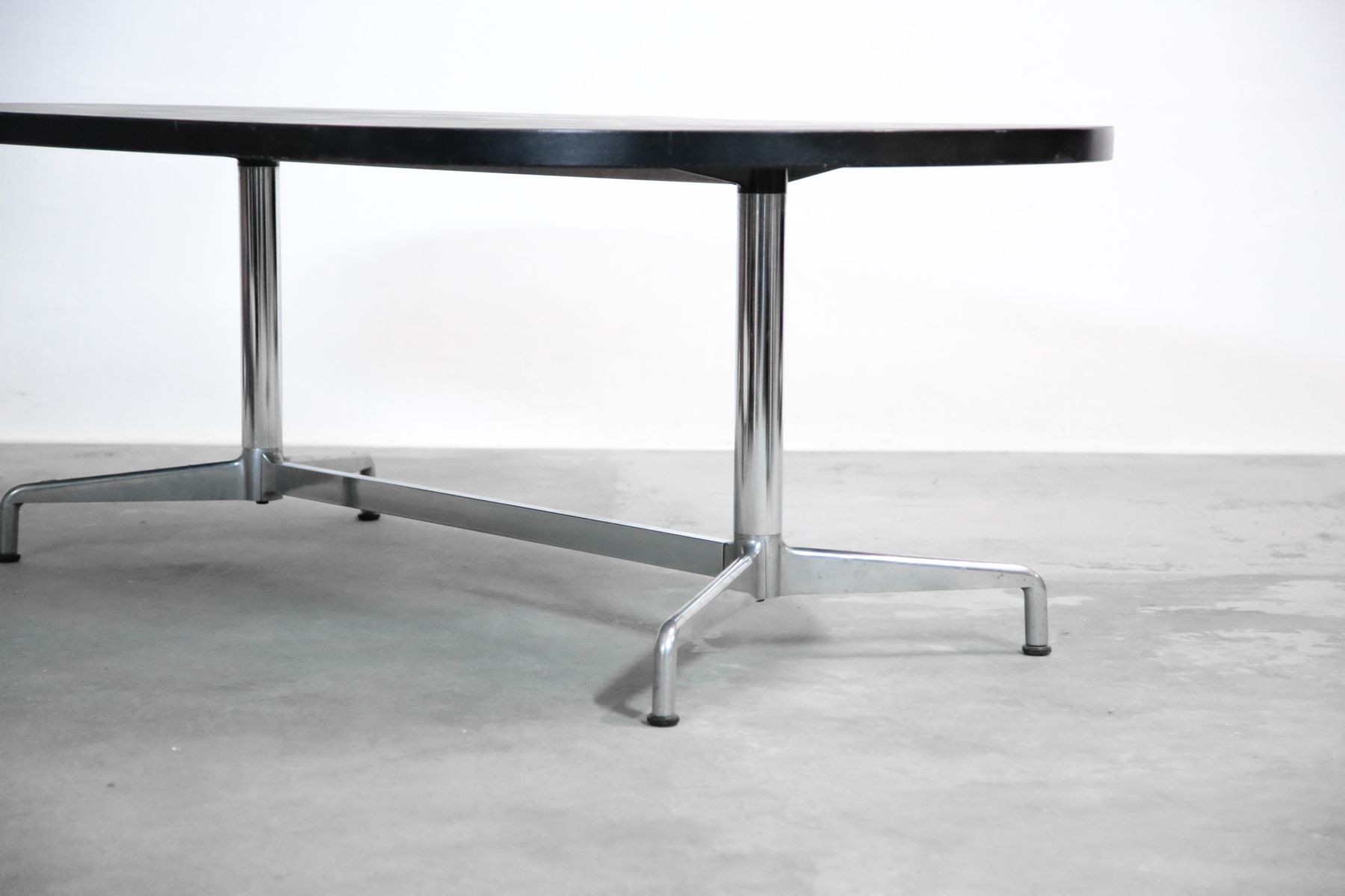 Grande table de salle manger par giancarlo piretti for Grande table de salle a manger