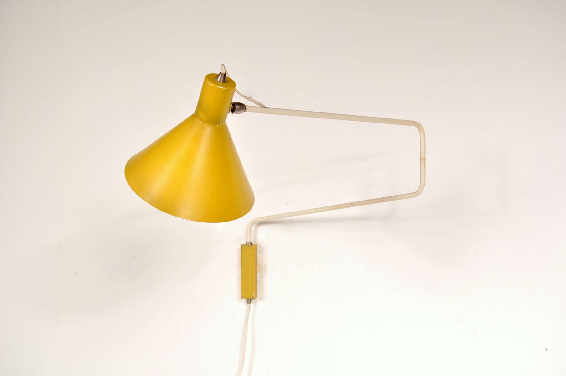 applique murale en m tal avec un bras articul jaune fluo. Black Bedroom Furniture Sets. Home Design Ideas