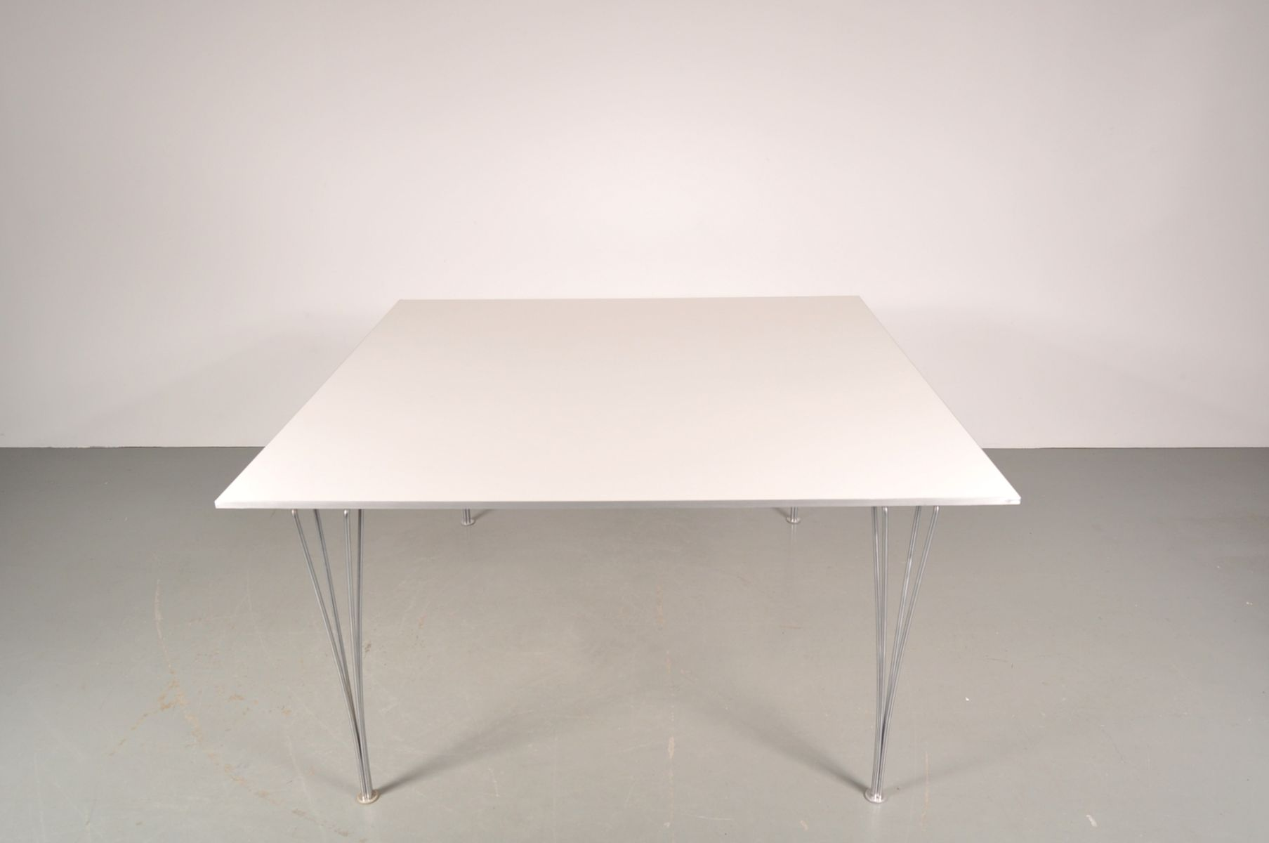 Tres grande table de salle a manger maison design for Table de salle a manger grande largeur