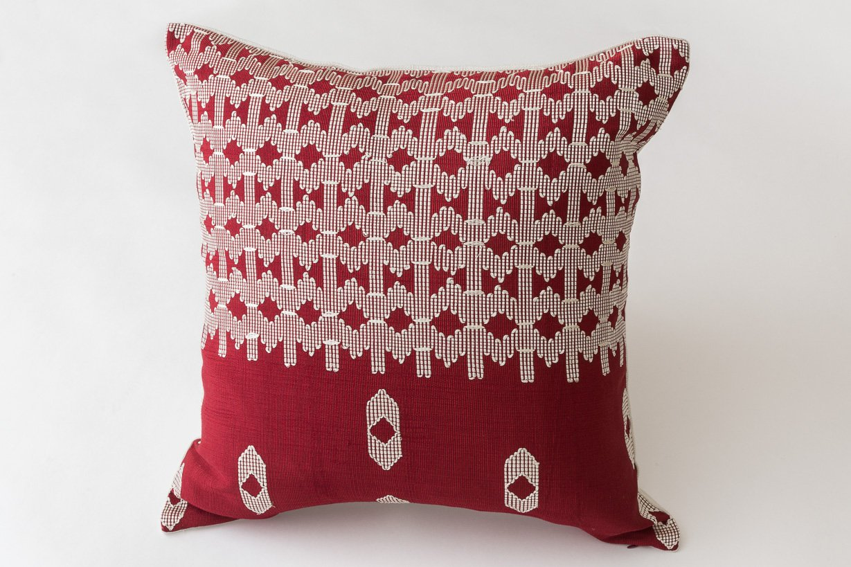 Throw Pillow Fight Viewing Guide Answers : Edo Decorative Pillow in Red and White by Nzuri Textiles, 2015 for sale at Pamono