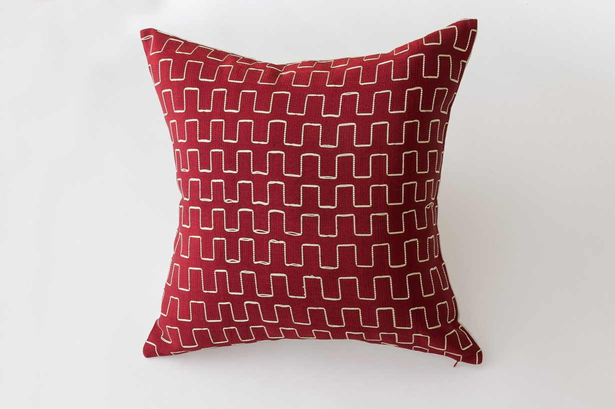 Throw Pillow Fight Viewing Guide Answers : Edo Decorative Pillow in Red and Gold by Nzuri Textiles, 2015 for sale at Pamono