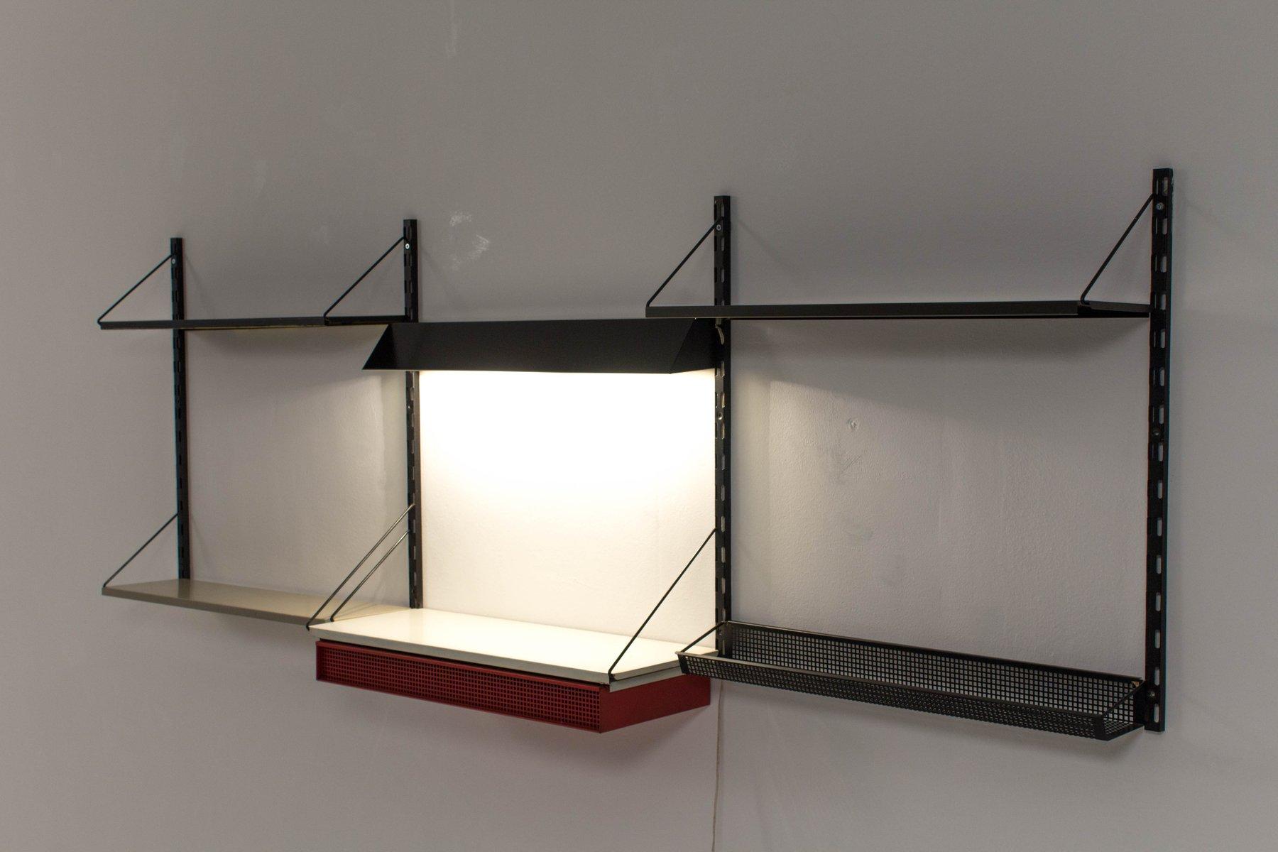 Unit di mensole da parete con scrivania di tjerk reijenga - Parete con mensole ...