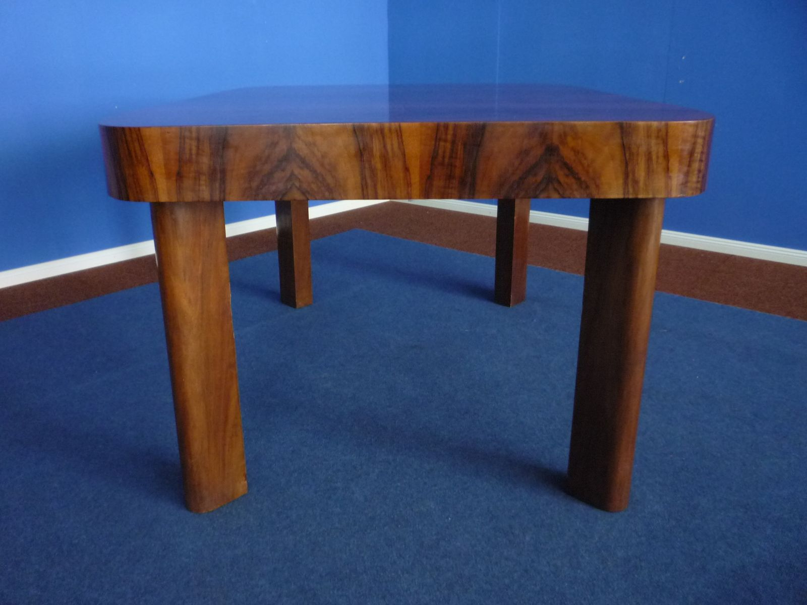 Art deco extendable german walnut dining table 1930s for for Table de nuit art deco