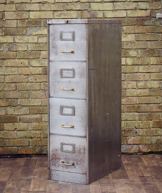 vintage aktenschrank aus metall mit messinggriffen bei pamono kaufen. Black Bedroom Furniture Sets. Home Design Ideas