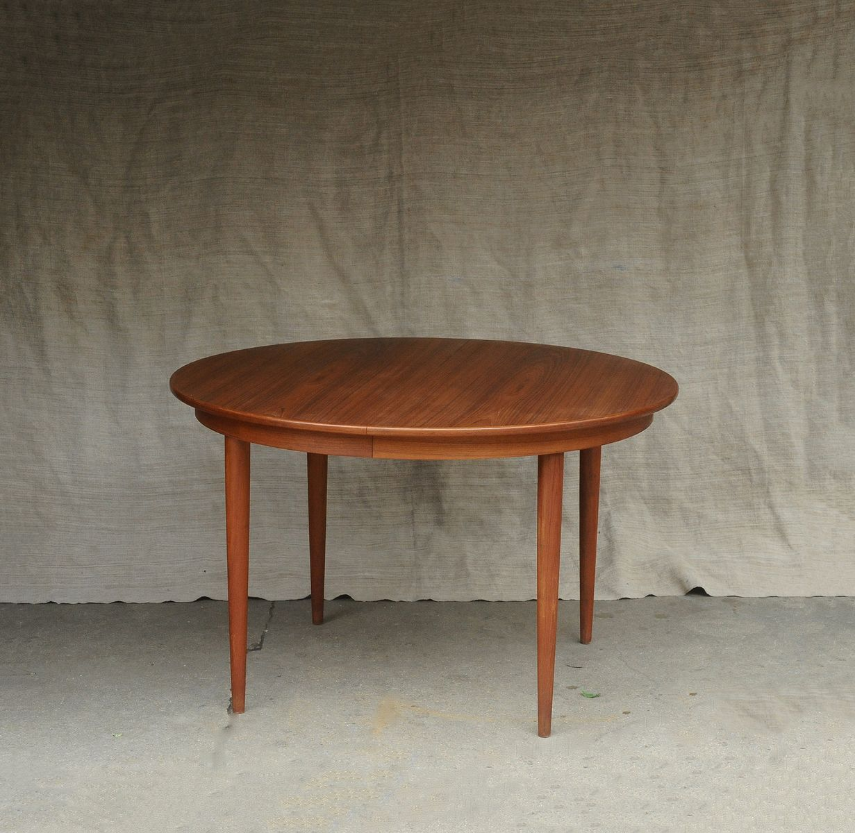 Table ronde extensible mid century scandinave en vente sur for Table ronde extensible scandinave