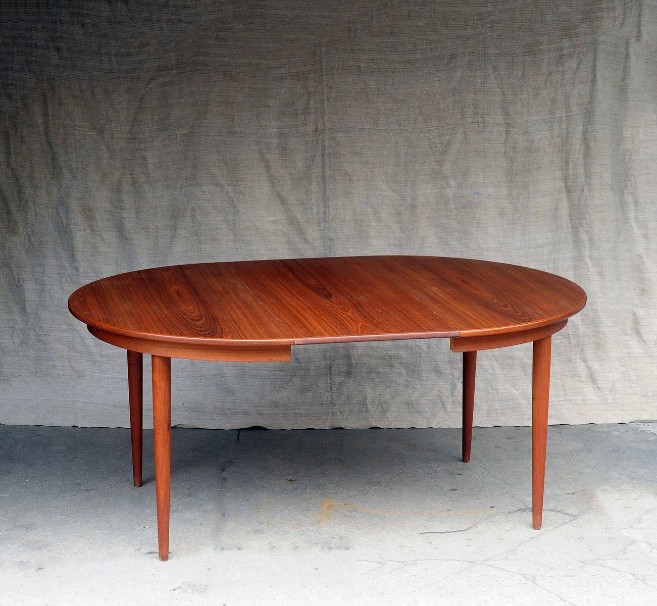 Table ronde extensible mid century scandinave en vente sur for Table ronde extensible style scandinave