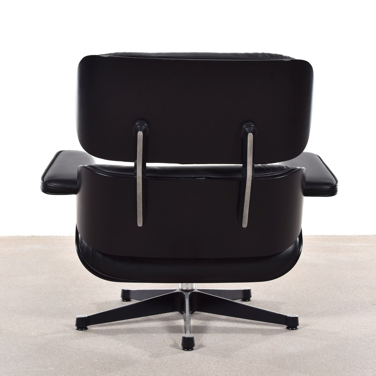 German lounge chair by charles ray eames for vitra 1988 for Eames chair nachbau deutschland