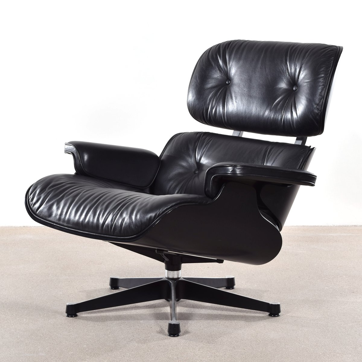 German lounge chair by charles ray eames for vitra 1988 for Charles eames lounge chair nachbildung